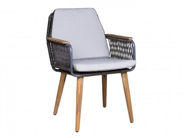 Das Sitz- und Rückenkissen gehört nicht zum Lieferumfang.