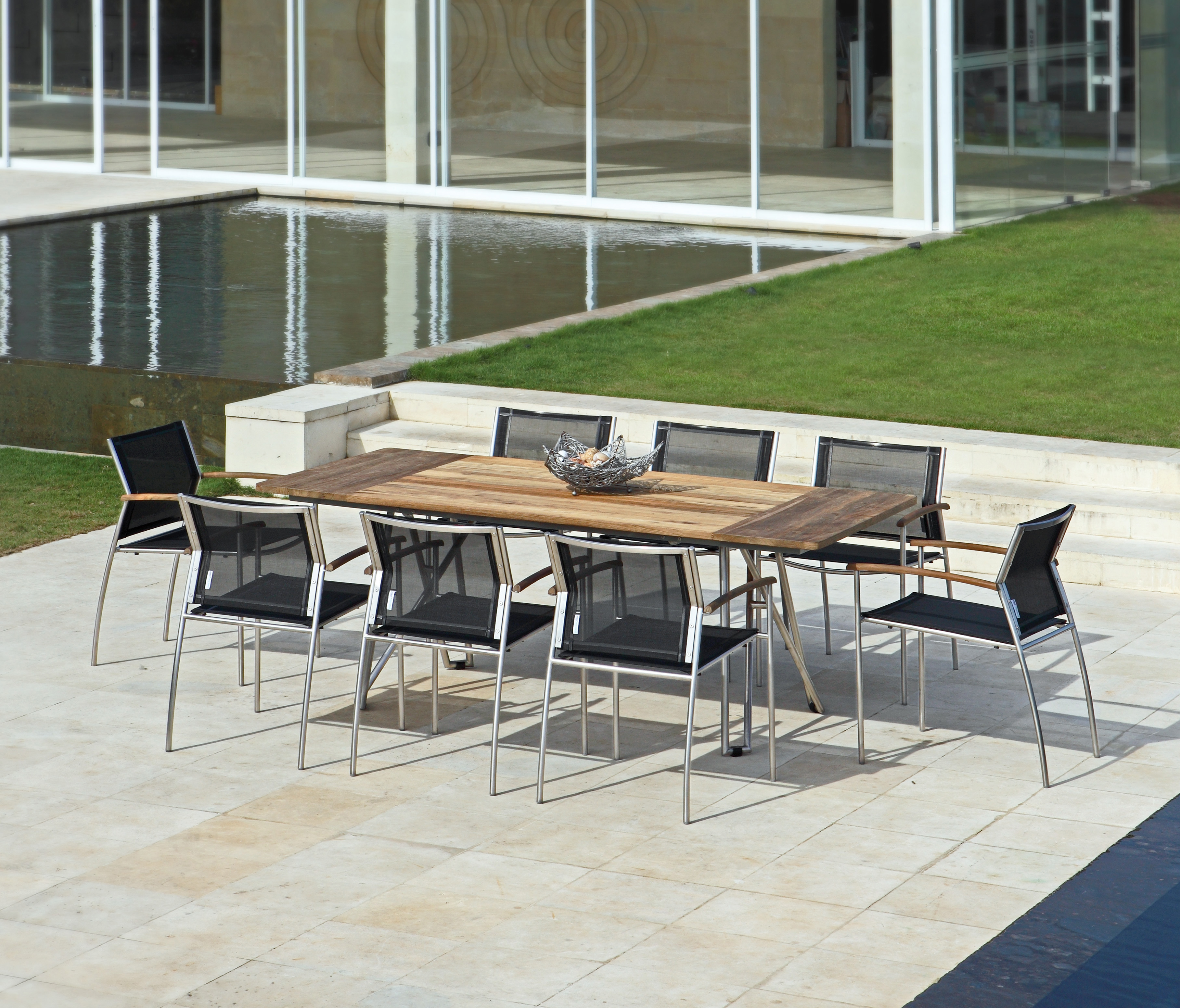 Zebra Gartenmöbel-Set Rovex: Die Tischdekoration gehört nicht zum Lieferumfang.